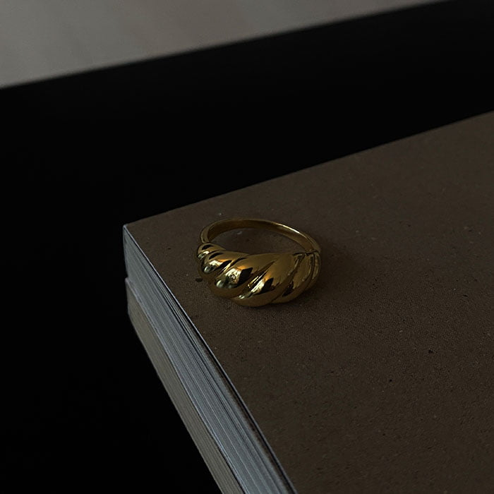 Croissant ring made of 18k gold plated brass