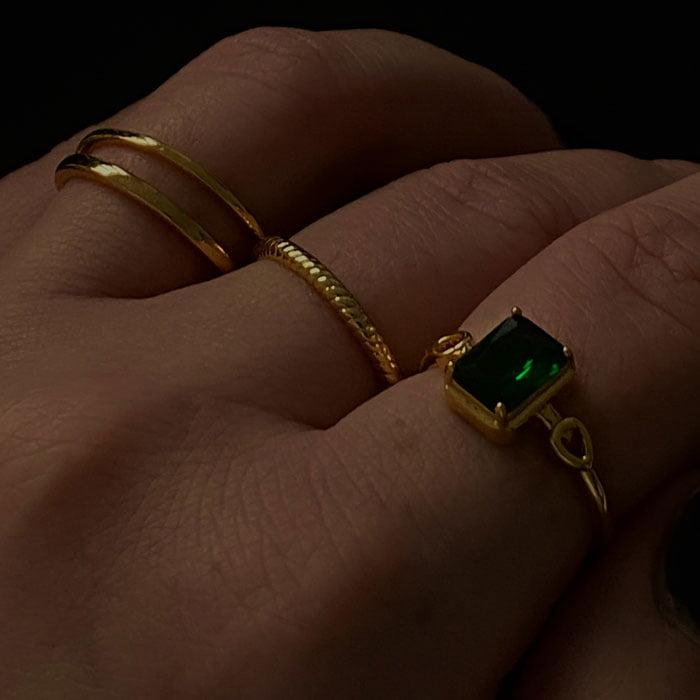 minimalistic and stylish thin twisted ring