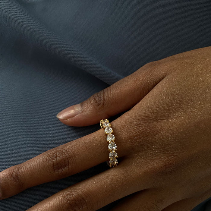 Zircon ring made in 18k gold plated brass and detailed with heart shaped zirconias