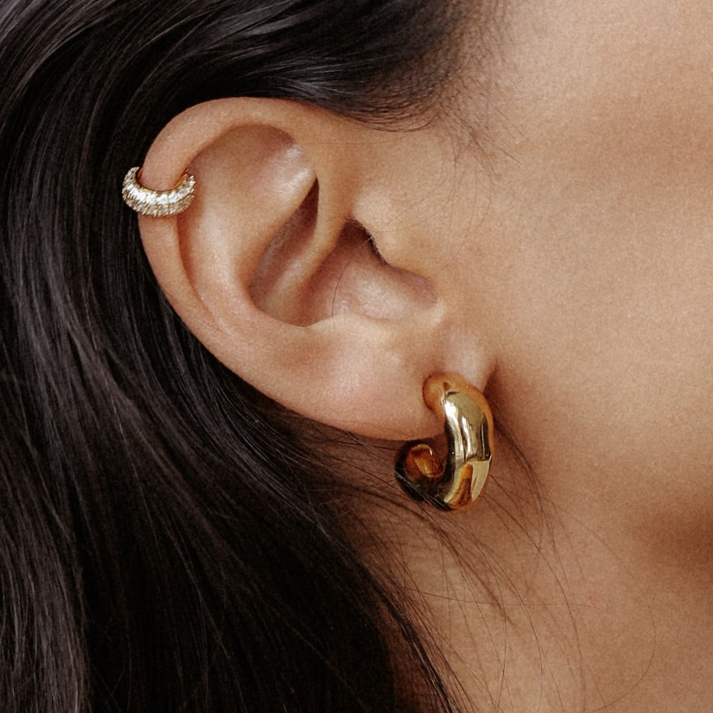 Essential hoops made in 18k gold plated brass